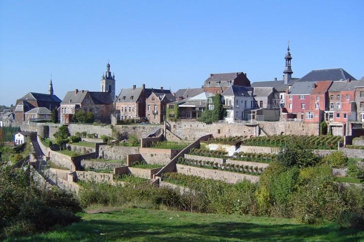 Fonds d 39 cran voyages europe fonds d 39 cran belgique thuin jardins suspendus par starsmoon for Ecran de jardin belgique