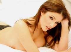 Fonds d'cran Clbrits Femme lucy-pinder-26602