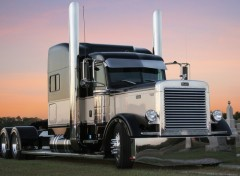 Fonds d'�cran Transports divers Peterbilt On Sunset