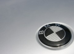 Fonds d'�cran Voitures Logo BMW Carbone
