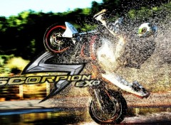 Fonds d'�cran Motos Switch Riders for Scorpion Exo