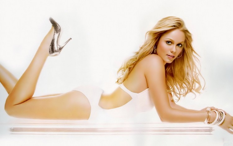 Wallpapers Celebrities Women > Wallpapers Laura Vandervoort Laura ...