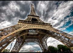 Fonds d'cran Voyages : Europe Paris - Crazy Eiffel tower