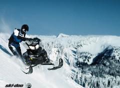 Fonds d'�cran Motos Ski-Doo Summit 2011