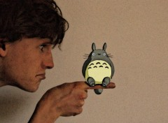 Fonds d'�cran Art - Num�rique Totoro on my finger