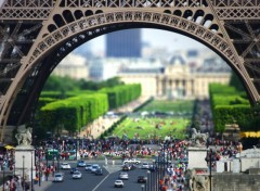 Fonds d'�cran Voyages : Europe La tour Eiffel en Tilt-Shift !