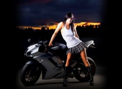 Fonds d'�cran Motos Kawasaki Girl